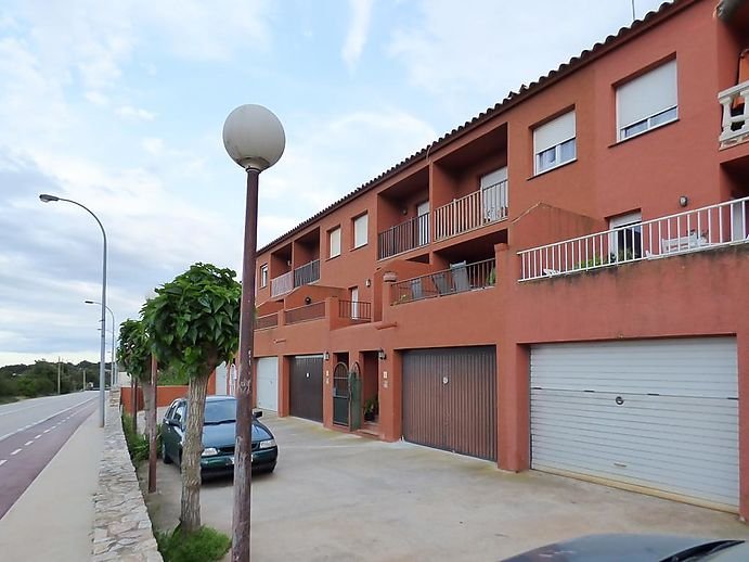 Nice bright house with 4 bedrooms in Begur